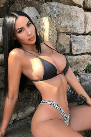 בחורה שופעת בת 21 בתל אביב