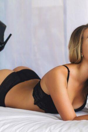 אנג'ל-הבחורה הכי סקסית וחושנית בצפון